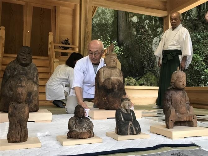 被災の神像群修復し帰還 熊本市の菱形八幡宮 住民に特別公開