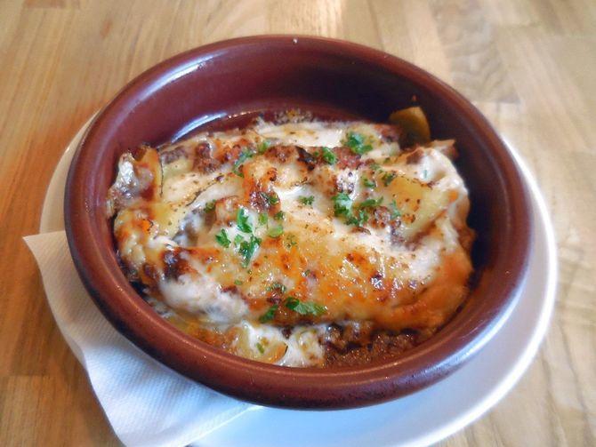 キッチン ラルゴ・カミーノ ソースが美味なラザニア 福岡市中央区