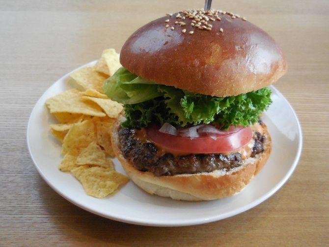 アペロカフェ 牛肉100%のバーガー 福岡市中央区