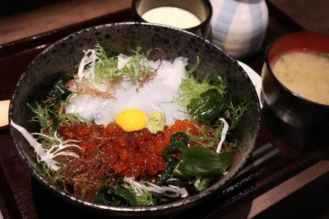 いっぽ 呼子のイカを丼で楽しむ 福岡市中央区