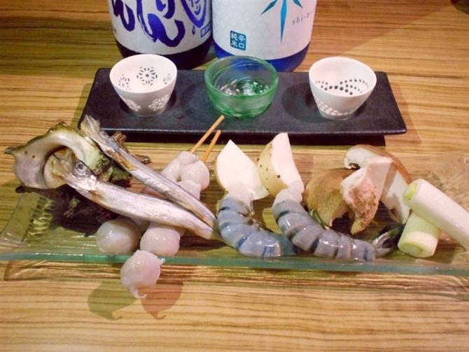 酒場にとろ 日本酒と炉端焼きが自慢 福岡市中央区