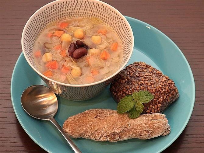 cafe 木曜日のくしゃみ 野菜の力をスープに凝縮 長崎市興善町