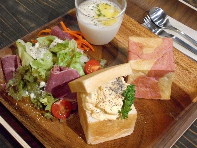 cafe iori(庵) キューブ形のパンが自慢 福岡市中央区
