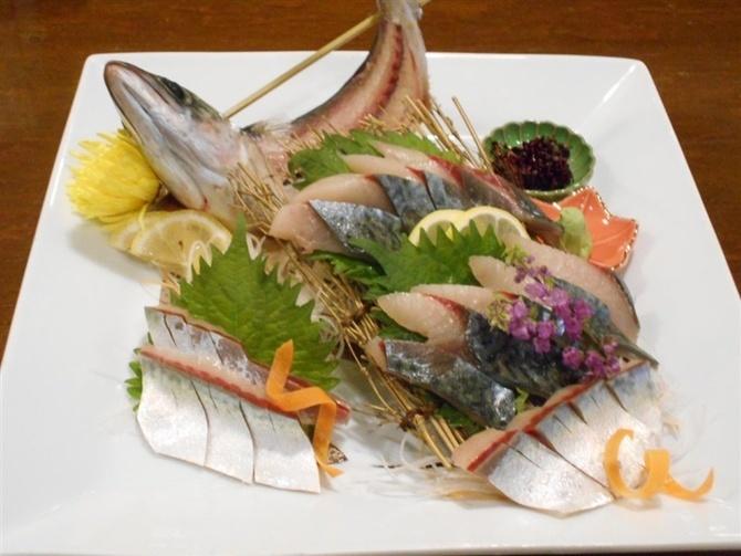 旬魚・和食 まえだ 新鮮なサバの生き造り 福岡市中央区