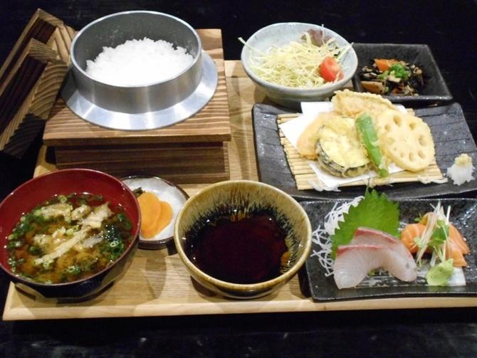 釜かつ 1人用の釜でご飯を提供 福岡市中央区