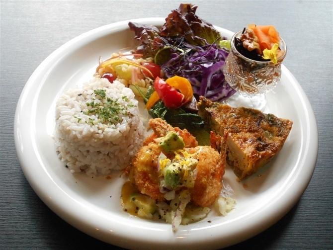 カフェ・アストラーリス 健康を意識した味付けに 北九州市小倉南区