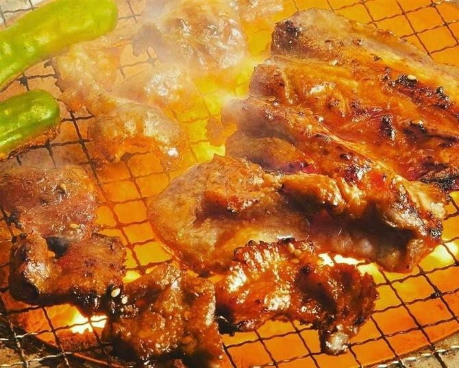 七輪(しちりん)炭焼肉家 とんや さっぱり豚肉を七輪で 佐賀県鳥栖市