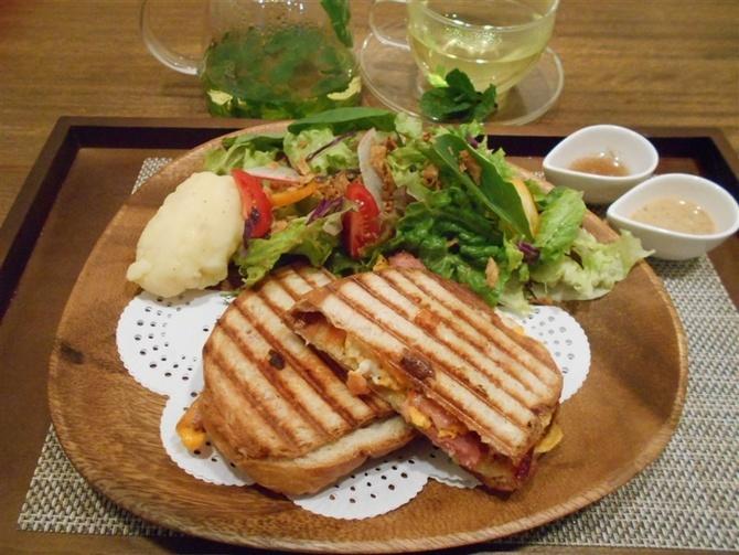 ギャラリー&カフェ 空のいろ 野菜豊富な料理がそろう 福岡市中央区