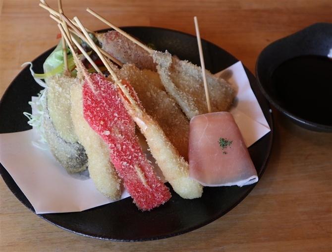 串カツ屋ZENKAI 薄衣の揚げたての串かつ 福岡市東区