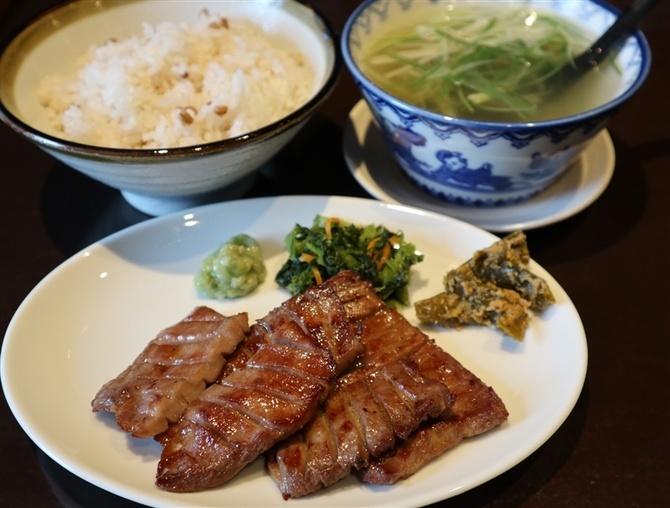 牛タン焼専門店 ヨコマサ テールスープ付きの定食 福岡市中央区