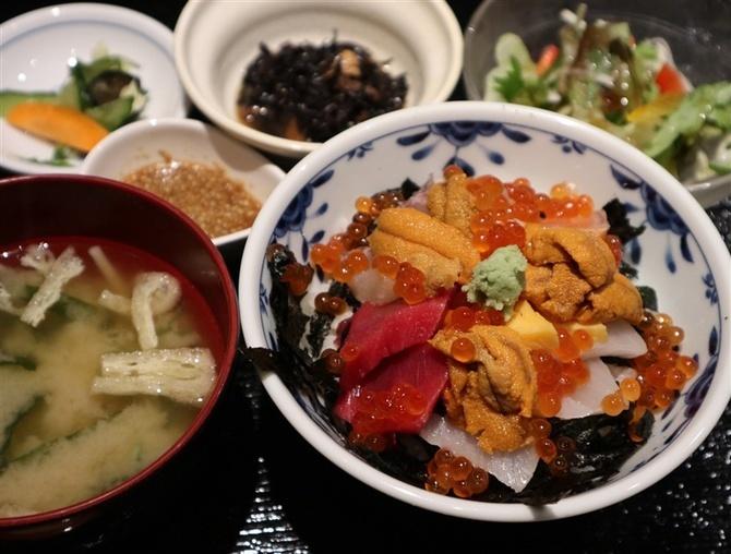 うまかもん たけはた 新鮮な魚介の丼がお薦め 福岡市中央区