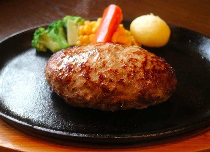 タカサキハンバーグ 軟らかくて肉汁たっぷり 福岡市城南区