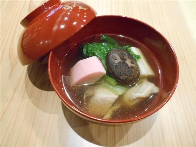中洲ふじ本 通年出す博多雑煮が人気 福岡市中央区