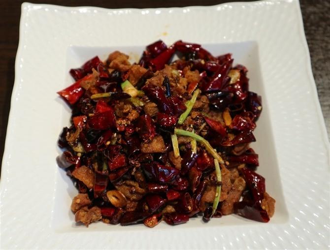 中華料理 金鼎(きんてい) 刺激的な辛さの鶏肉炒め 福岡市博多区