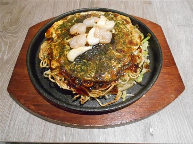 広島お好み焼 鉄板焼とものや 本場の店の味を引き継ぐ 福岡市早良区