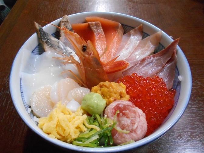 海鮮居酒屋 この上 ねた10種類ほどの海鮮丼 福岡市博多区
