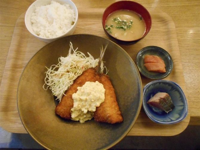 食堂とよ 水産卸業者が営む定食店 福岡市博多区