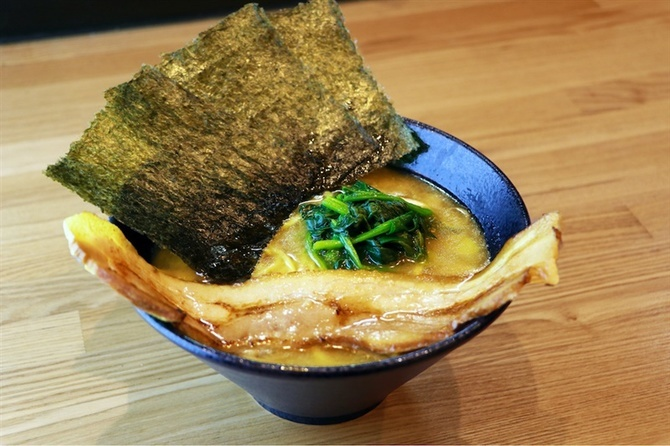 ひろき家 福岡店 豚骨と鶏がらの「Wスープ」 福岡市中央区