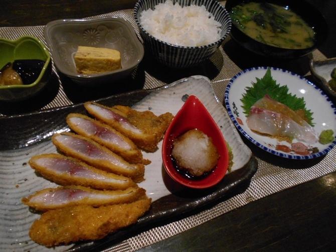 ウオヤマ食堂 メイン料理が選べる定食 北九州市小倉北区