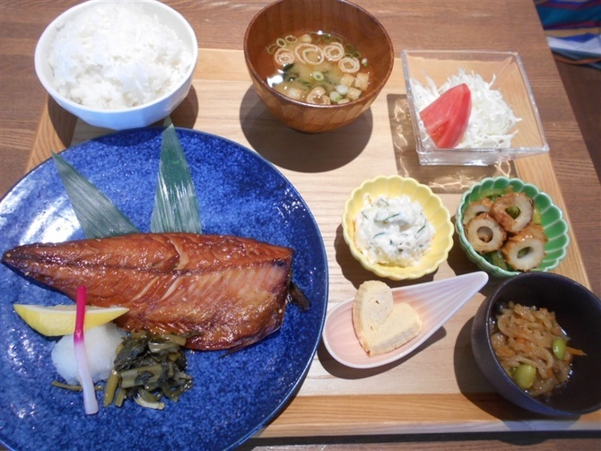 まるも食堂 魚料理中心の定食が自慢 福岡市城南区