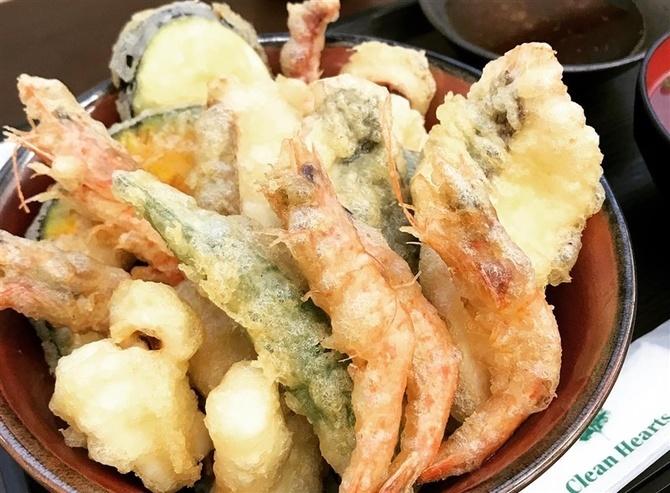 志摩の海鮮丼屋 地元鮮魚で作る新作天丼 福岡県糸島市