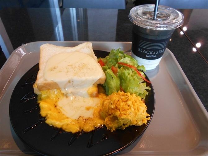 ブラック&スター コーヒー 人気店の食パンでサンド 福岡市東区