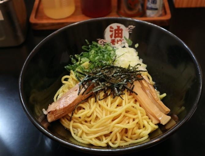 東京油そば専門店 鰐(わに) 太麺を秘伝のたれと油で 福岡市中央区
