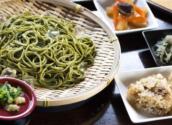 八女茶カフェぶんぶく 製茶所で味わう茶そば 福岡県八女市