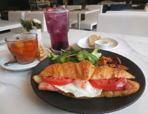 Le Jour Café Bistrot パリのカフェ料理を再現 福岡市中央区