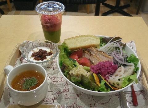 サラダカフェ HIRATA 野菜や果物をふんだんに 福岡市中央区