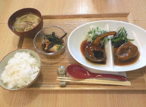 食堂 煮魚少年 看板料理はサバの煮込み 福岡市博多区