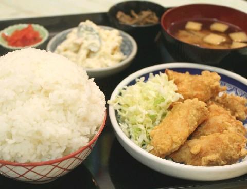 玉川食堂 約40種類の定食がそろう 北九州市小倉北区