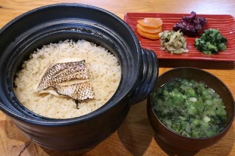 西新五鉄 軍鶏鍋と鯛めしがお薦め 福岡市早良区