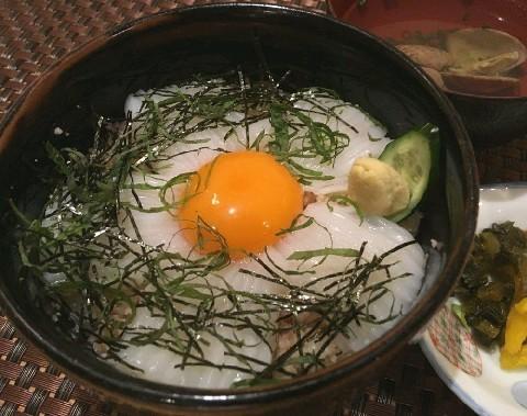 味処 大丸 食欲をそそるイカ月見丼 福岡県芦屋町