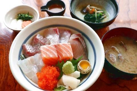 海鮮家 海進丸 昼に9種のランチを提供 福岡市早良区
